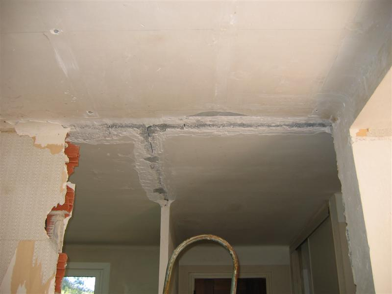 Reboucher fissure plafond cheap application duune seconde - Comment reboucher une fissure au plafond ...
