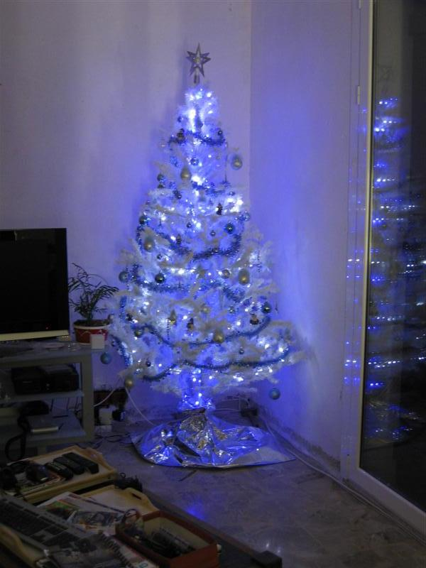 decoration sapin de noel blanc et bleu. Black Bedroom Furniture Sets. Home Design Ideas